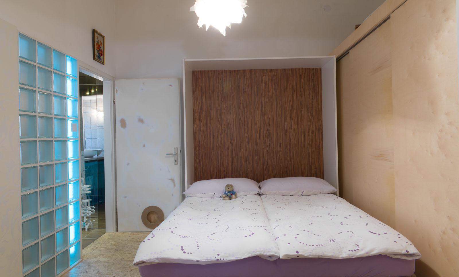 2305_LAER2-bedroom